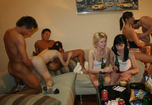 海外のパリピ達が淫れまくるホームパーティーが羨ましい…酒池肉林の乱交パーティー画像 その9