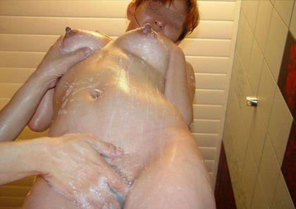 女の子のおまんこは清潔に!!泡まみれになった女性器がちょー卑猥な膣洗浄エロ画像 その12