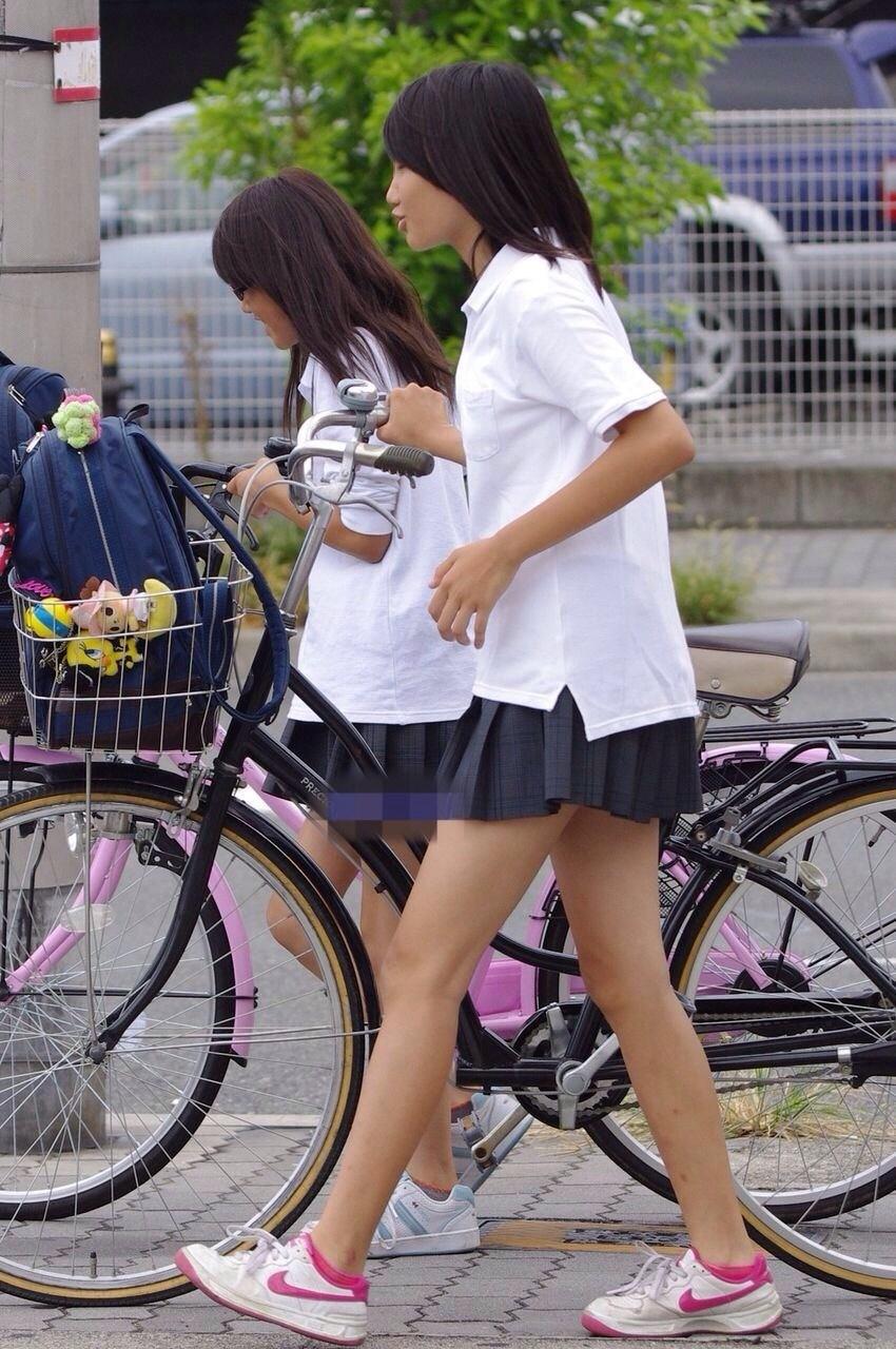 フェチじゃなくてもそそる太もも!これが女子高生!若いピチピチの太ももがエロい街撮り画像 その5