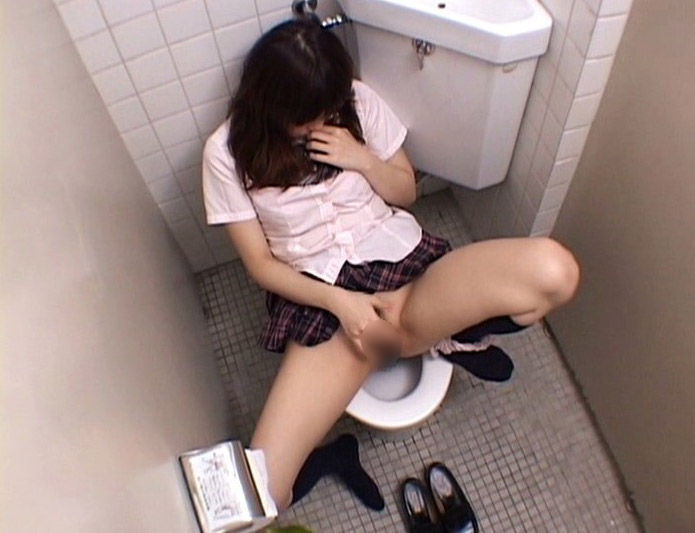 女のトイレが長いのはこれのせい…個室でマンコをずぼずぼ!?ドン引きレベルのトイレオナニー画像 その11