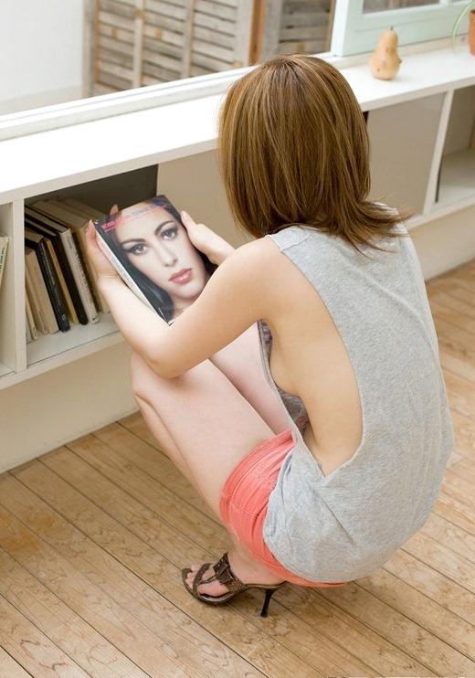 ギリギリの乳首がたまらない…乳房の丸みがリアルな横乳エロ画像がちょー興奮する!! その4